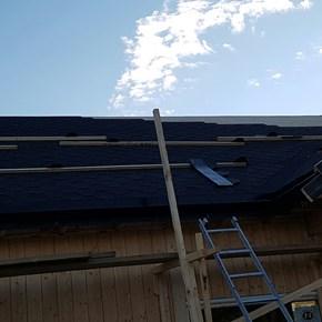 Montering av tak shingel og takrenner