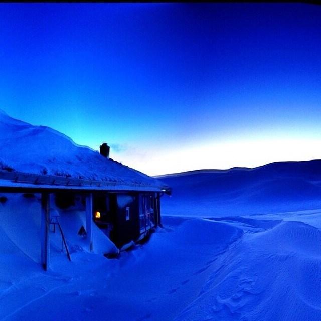 blå hytte